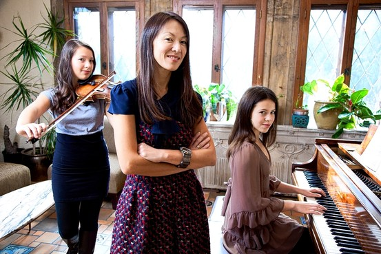 Mẹ Hồ cùng hai cô con gái - Sophia và Lu Lu - Nguồn: Internet